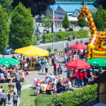 Familienfest der Sparkasse im Freien mit Hüpfburg und Popcornmaschine