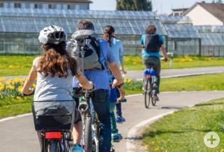 Radfahrer auf dem Radweg in Oberzell